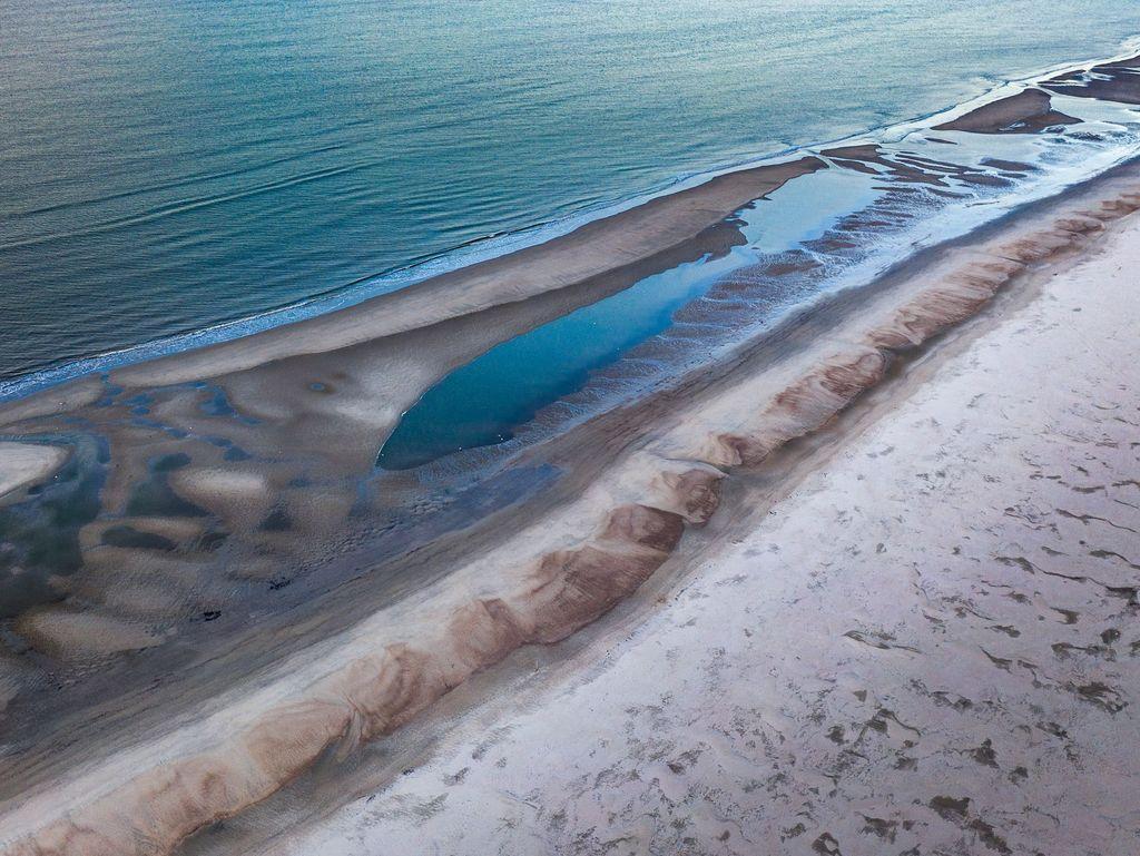 Luftaufnahme vom Strand, dem Wattenmeer und der Nordsee auf Norderney